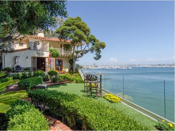 Neighborhoods in San Diego, Homes for Sale, San Diego County, Point Loma, Vibrant Living, Elegant Homes, Upscale Communities, La Playa, Yacht Clubs, Humphries, Carol Mendel, Fisherman's Landing,