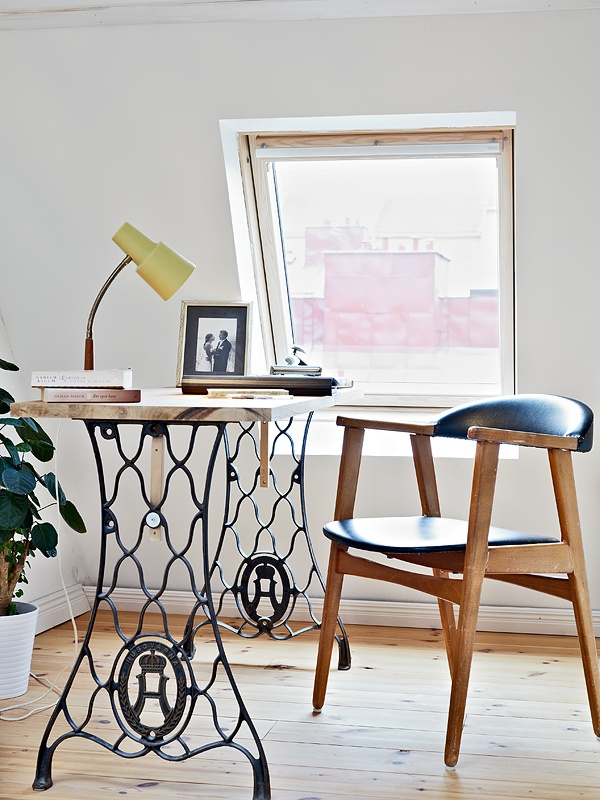 Computer-desk-with-antique-sewing-machine-legs