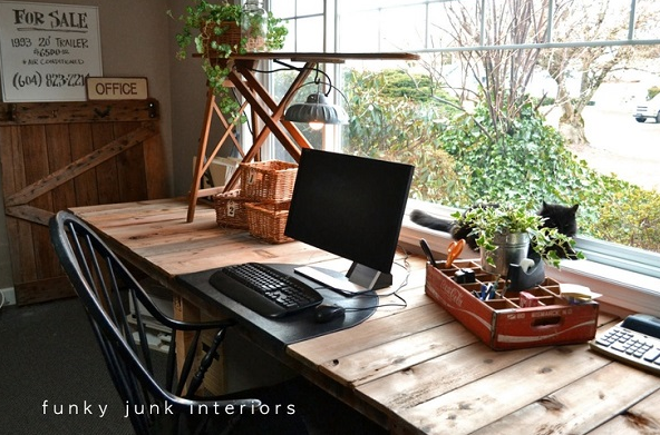 Like This Palette Desk From Funky Junk Interiors When Recycling Wood Refrain Painting If Possible The Charm Of Farm Style Lies In
