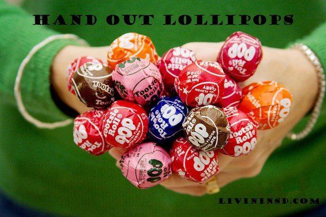 121 Hand out lollipops