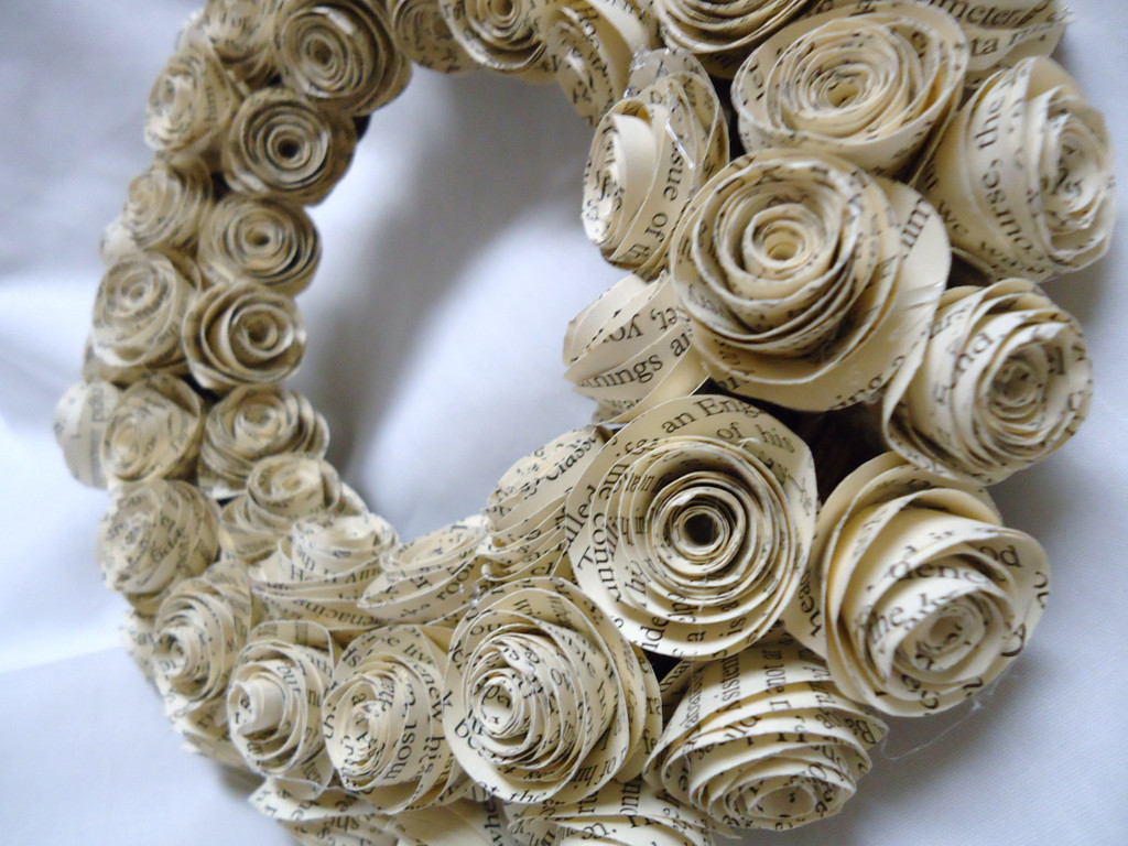 paper rose wreath Upcycled paper roses wreath add a beautiful and dramatic look to your kitchen table when you create this upcycled paper roses wreath the budget-friendly holiday craft is a great way to upcycle, too, and the decoration can be used for valentine's day, spring, or summer.